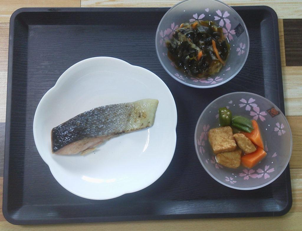 鮭の塩焼きセット完成